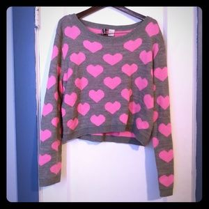 Divided gray cropped sweater with pink hearts